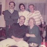 """Familie Kruso mit ihrem """"dritten Sohn"""" Billy Flynn (hinten in der Mitte). Der Eishockey-Star feierte sogar Weihnachten mit im Hause Kruso."""